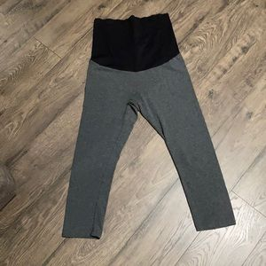 Maternity Capri Yoga Pants size small
